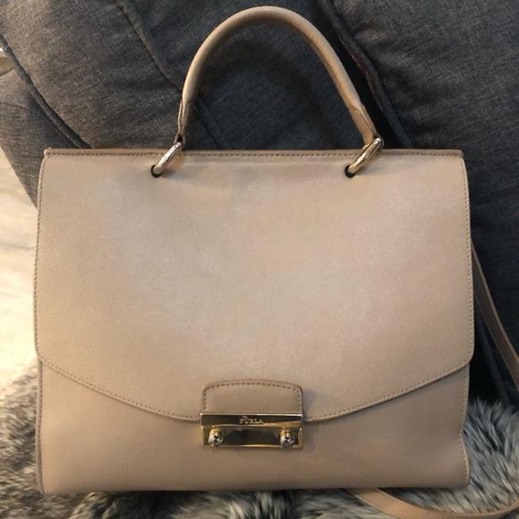 Furla Handbags - Tan Furla Purse 💎